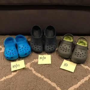 JUST IN—-Kids EUC 3 Pairs of Crocs  sizes 10/11